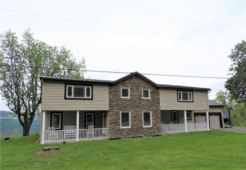 Wine Down is an early 1900s Farm House overlooking Keuka Lake., vacation rental in Hammondsport