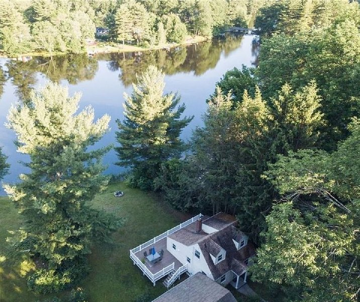 Direct Waterfront with Private Beach - Entire Home, vacation rental in Harwinton