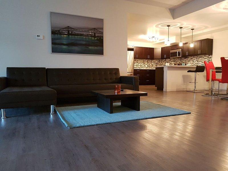 Gorgeous 1600 sf Premium Unit Plus 300sf Private Terrace, alquiler de vacaciones en Winnipeg