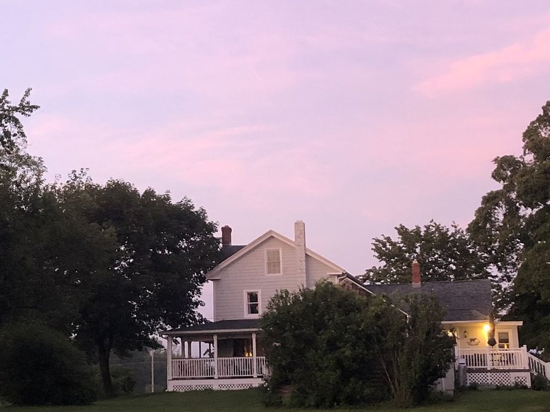 Charming Farmhouse on Historic Village Green, vacation rental in Marlborough
