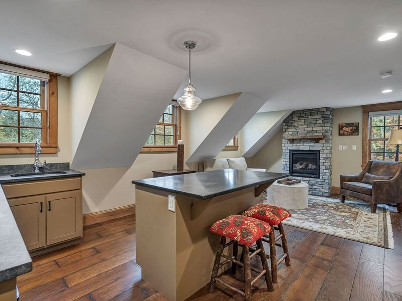 Quaint Vermont Suite with an eye to luxurious details suite 205, vacation rental in Wilmington