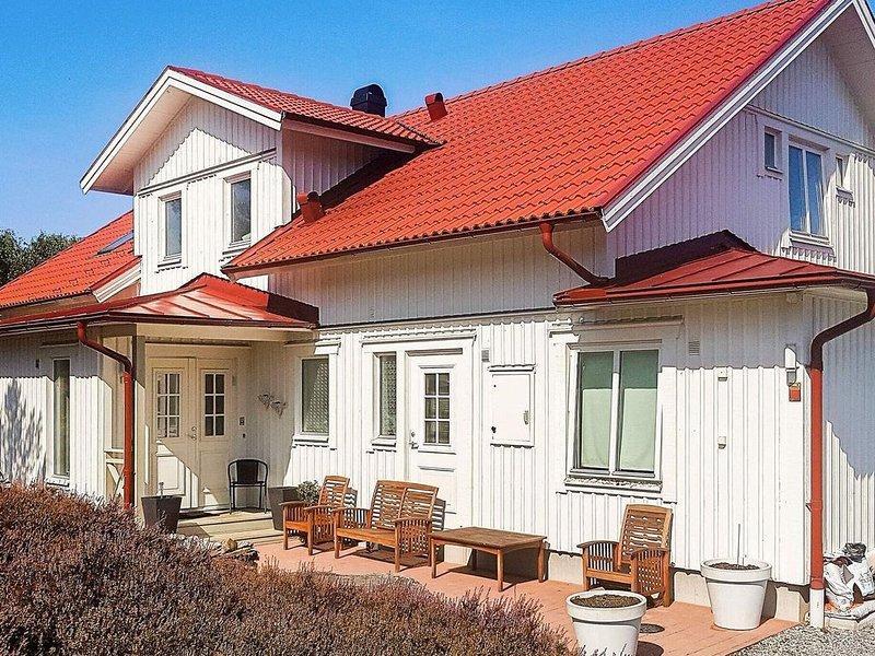 5 star holiday home in KLÖVEDAL – semesterbostad i Halleviksstrand