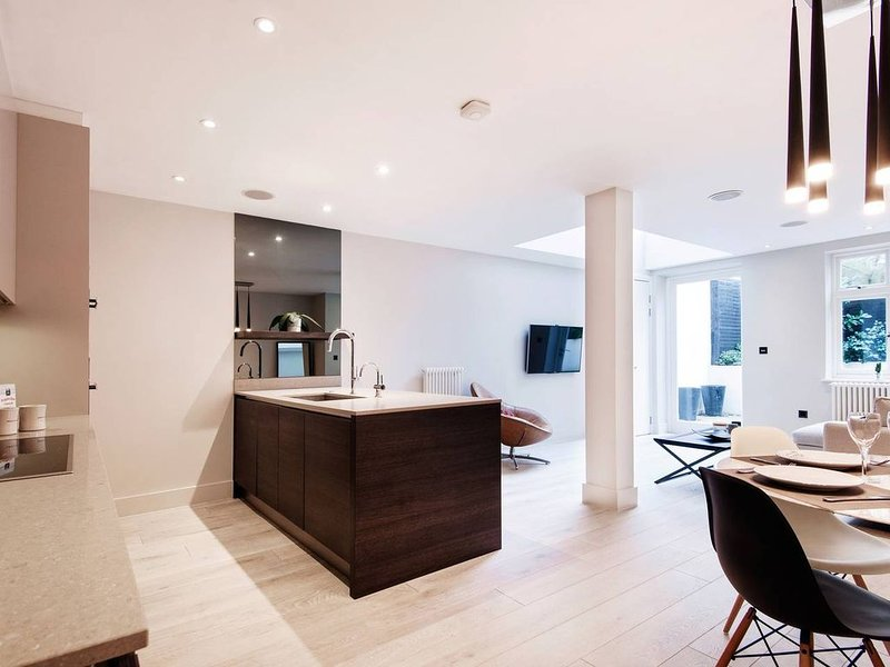 Chic work from home apartment. Hampstead Heath, holiday rental in Haringey