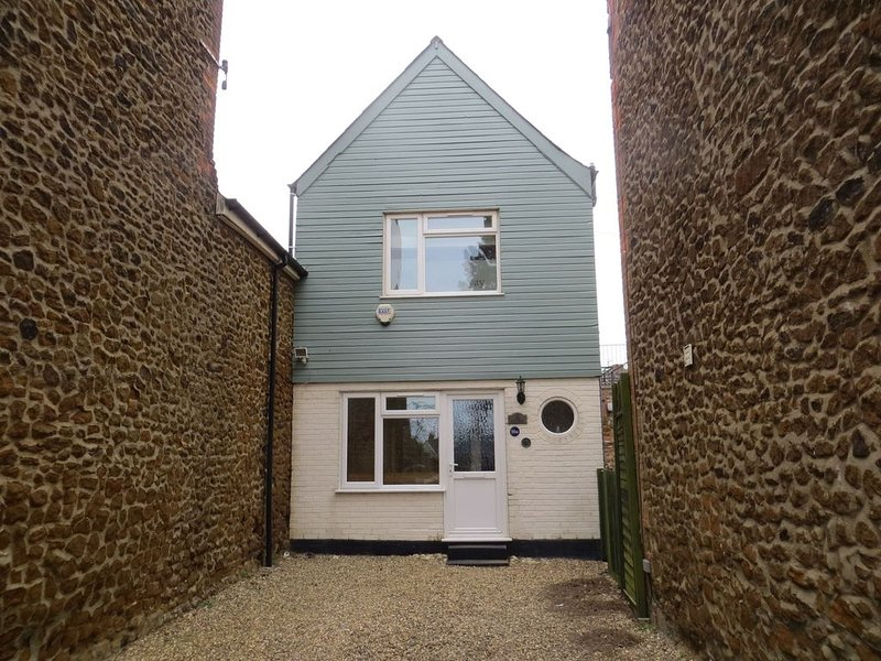 The Hideaway...tucked away totally, but close to all holiday interests, holiday rental in Hunstanton