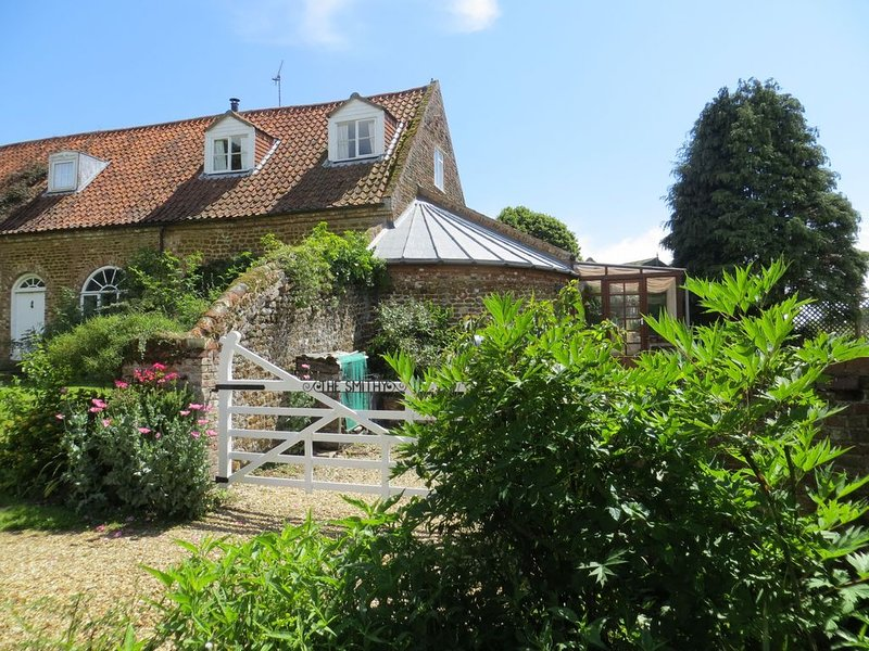 The Smithy....attractive character cottage in countryside, close to Sandringham, vacation rental in Dersingham