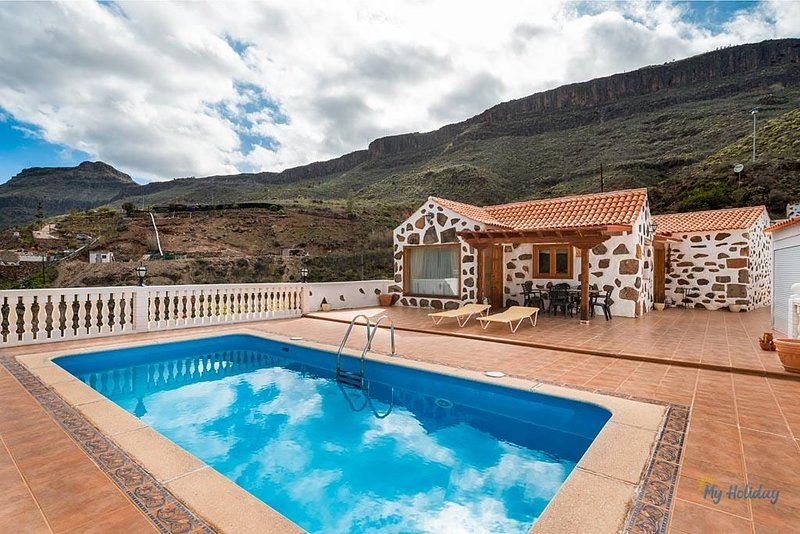 Finca Artemi - Canarian Style farmhouse with private pool, holiday rental in Monte Leon