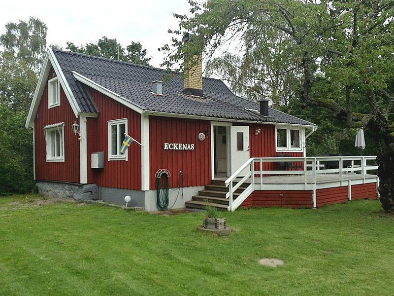 Härlig stuga med stor altan vid hav och natur., holiday rental in Ronneby