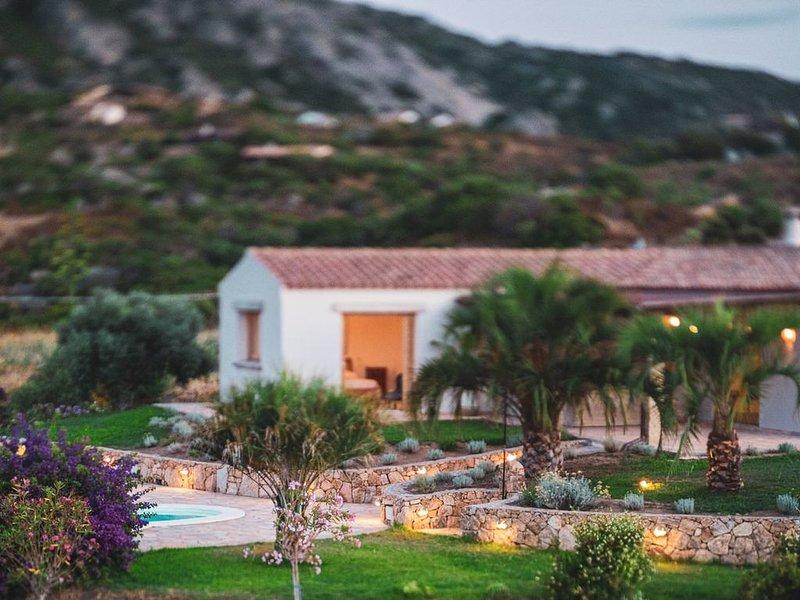 Rustic Chic Villa with Pool, casa vacanza a Rudalza