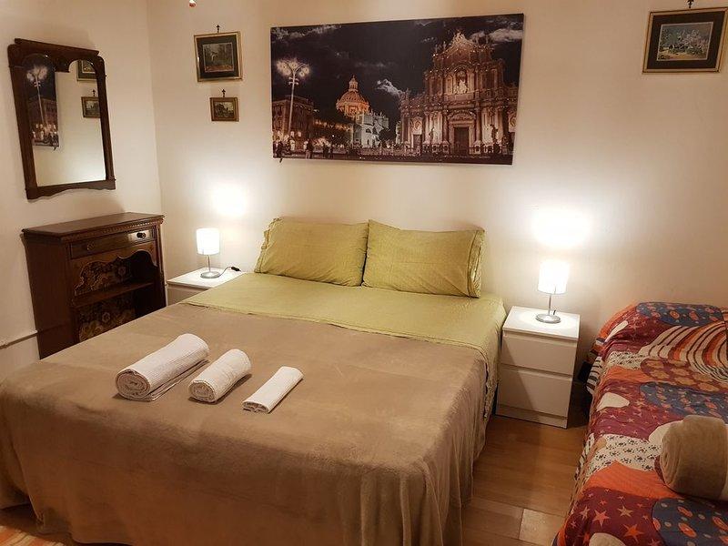 Happy House intera casa a Catania con tutti i comfort, vacation rental in Mitogio