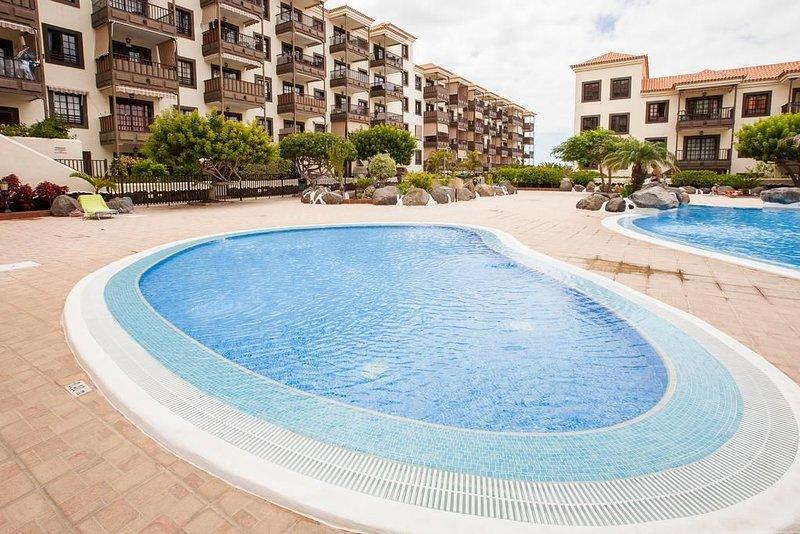 Your stay in Tenerife. Relax, pool, beaches and Wi-fi, alquiler de vacaciones en Costa del Silencio