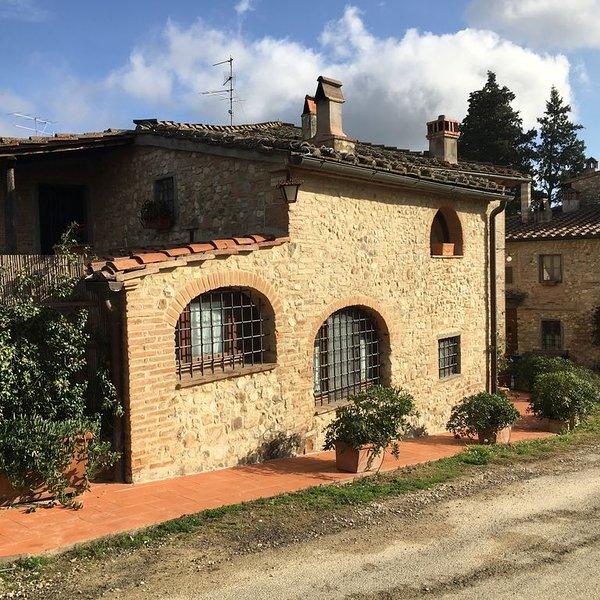 Casa del Sole nel Chianti di campagna in pietra risalente al 1700, holiday rental in San Pancrazio