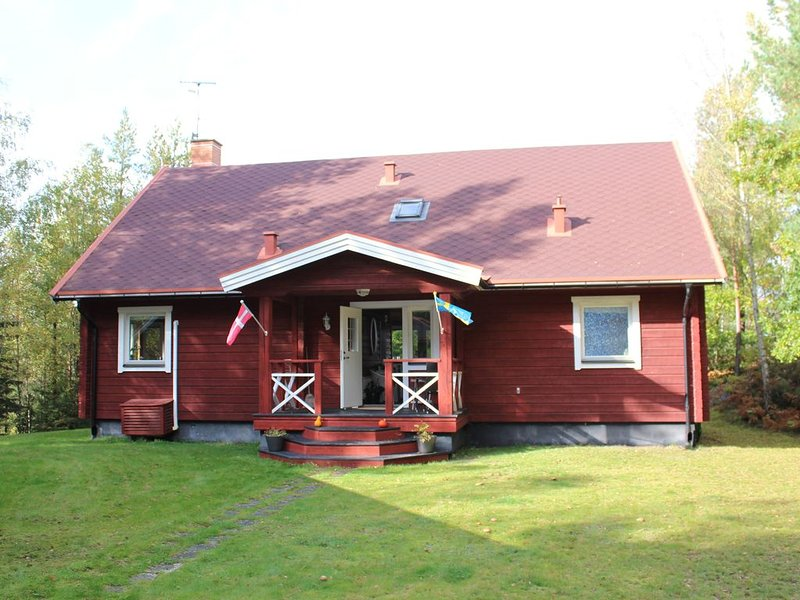 Nice cozy Swedish holiday house with full lake view 170 sqm.  Rowing canoe and s – semesterbostad i Emmaboda