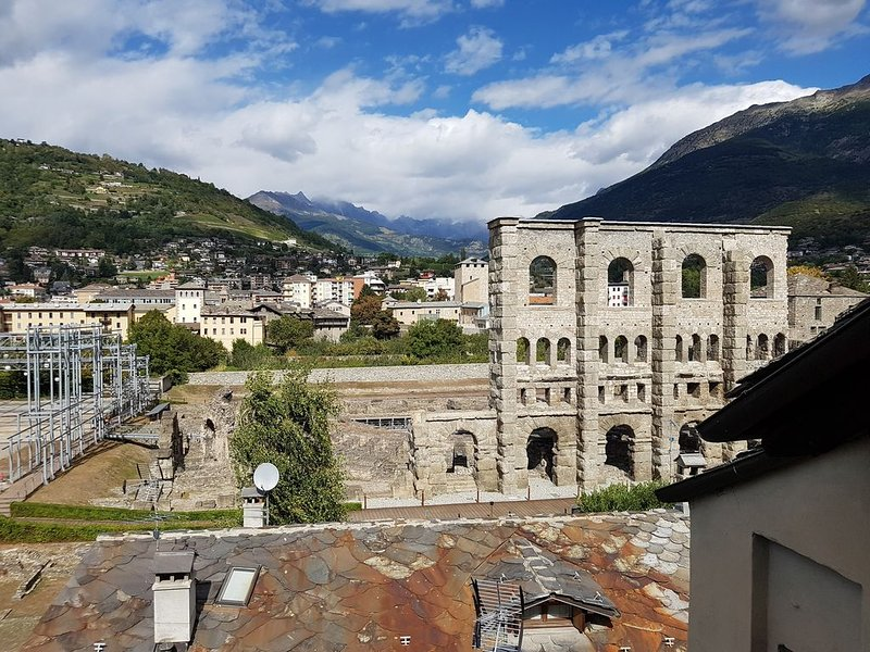 Aosta con Vista...Teatro Romano!, holiday rental in Aosta