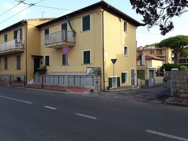 Esclusico per due A due passi dal mare Posizione strategica CITRA008008-LT-0311, holiday rental in Vallecrosia
