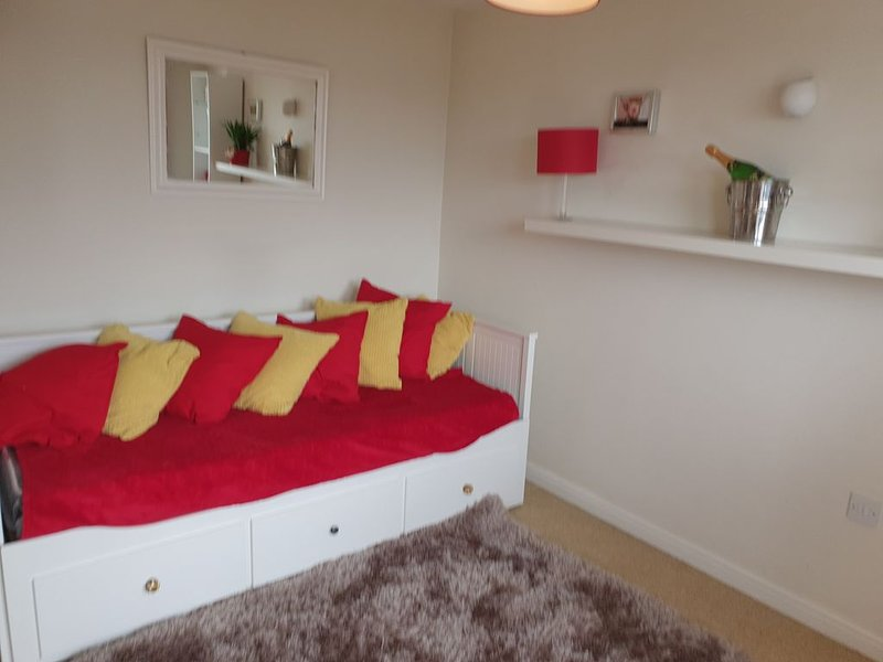 Manchester Airport Apartments  Balcony  Cheshire  Countryside Sky Views, holiday rental in Kerridge