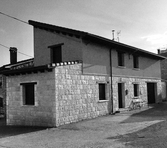 """Casa rural. """"La Casa del Horno"""", en Cernégula merindad Río Ubierna, alquiler de vacaciones en Frías"""