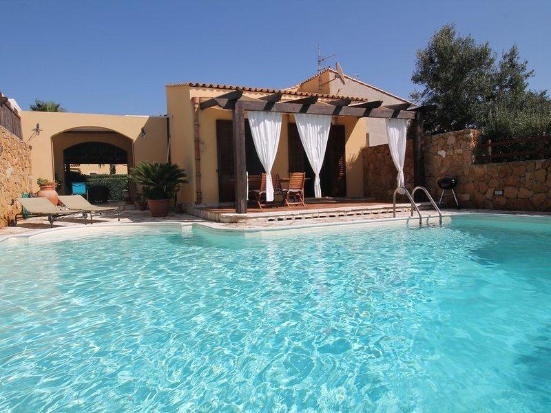 Villa POMELIA | Piscina | Wifi | 3 Camere | 2 bagni, holiday rental in Cornino