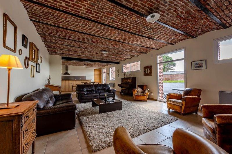 Maison d'hôtes spacieuse avec cours et jardin fermés, location de vacances à Bullecourt