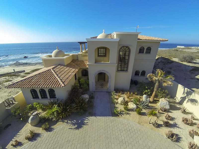 Cabo~ East Cape Dream Home ~ Oceanfront and next to Shipwrecks famous surf Spot!, vacation rental in Los Frailes