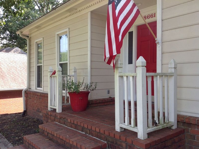 ** Memphis Vacation Home**  Near Germantown/East Memphis, holiday rental in Cordova