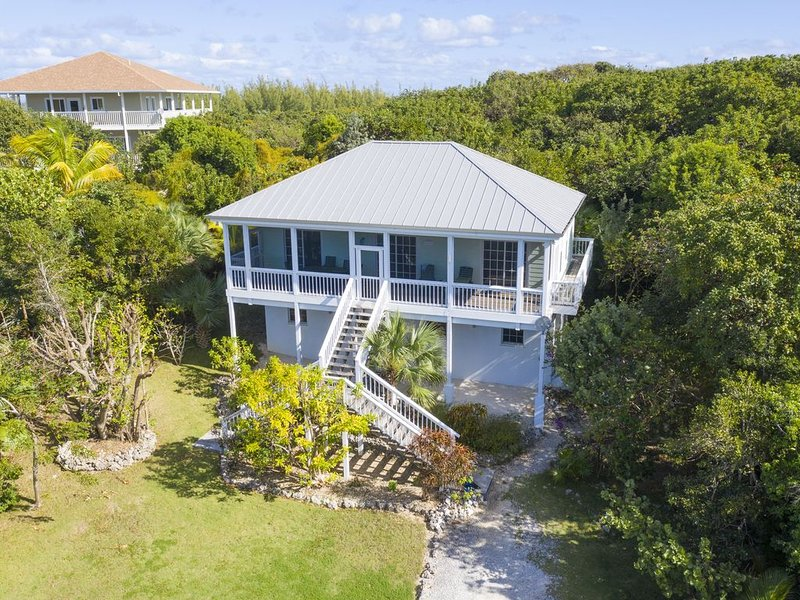 Hidden Turtle Cottage (formerly) Peaceful Times  - GTC 100% up and running!, location de vacances à Green Turtle Cay