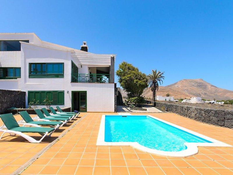 Spektakuläre Villa in der Nähe des Nationalparks mit Pool, Terrasse, Bergblick u, casa vacanza a Femes