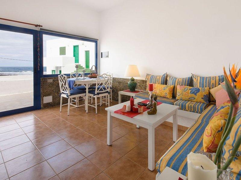 Ferienwohnung in Strandnähe mit WLAN, Terrasse & herrlichem Blick, holiday rental in Soo