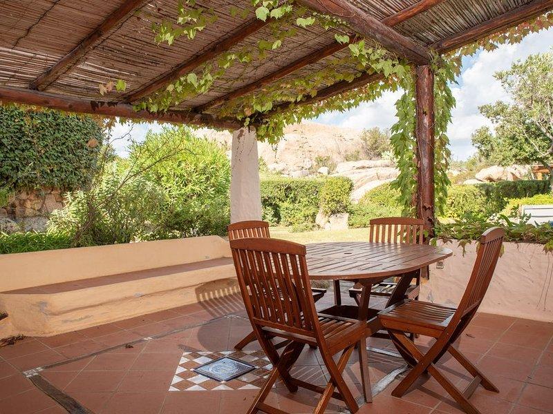 Inmitten unberührter Natur für absolute Ruhe – Casa Rosa mit WLAN und Terrasse;, vacation rental in Baia Sardinia