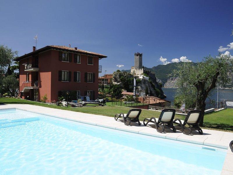 Ferienwohnung mit WLAN, Klimaanlage, Pool und Garten; Garage vorhanden; Haustier, holiday rental in Polsa