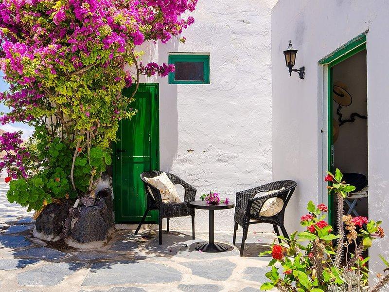 Wunderschönes Haus mit Terrasse, tollem Vulkanblick, Garten und WLAN; Parkplätze, casa vacanza a Femes
