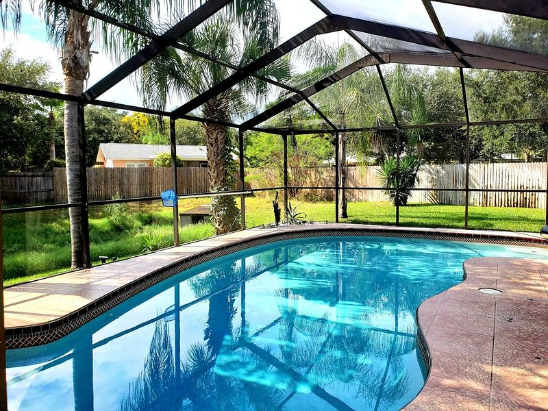 PRIVATE HOUSE WITH A HEATED SALT POOL - NEAR CLEARWATER, vacation rental in Crystal Beach