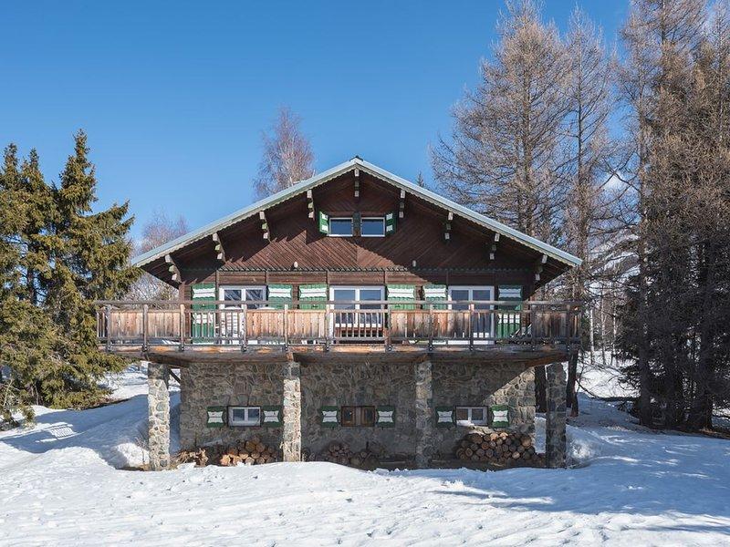 Joli chalet traditionnel avec vue, grande terrasse et jardin, alquiler vacacional en Les Deux-Alpes