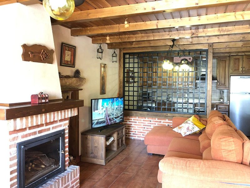 Casa rural para 1-4  ideal para parejas con parcela de 1000m y huerto ecológico, location de vacances à Cabezas Altas