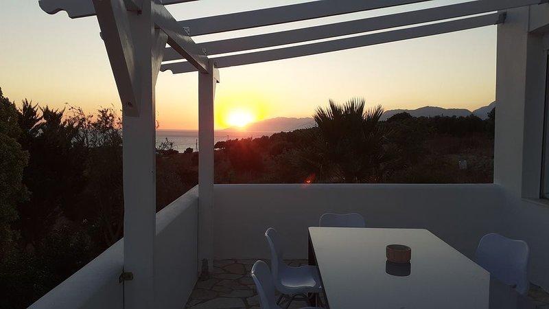 Neue Luxus-Villa mit Meerblick in erhöhter Alleinlage, holiday rental in Matala