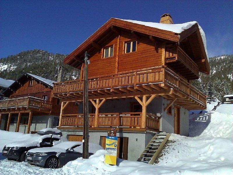 Chalet  neuf de charme, 11 à 12 personnes avec terrasse panoramique plein sud, holiday rental in Val-des-Pres