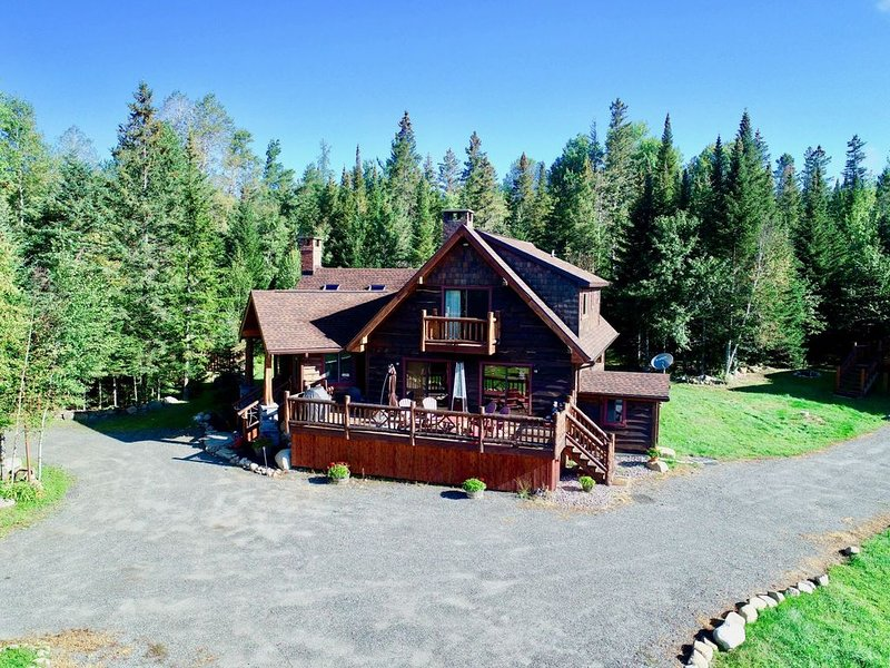 Bobsled Lodge-Stunning Vistas from this Rustic style Adirondack Retreat, alquiler de vacaciones en Keene