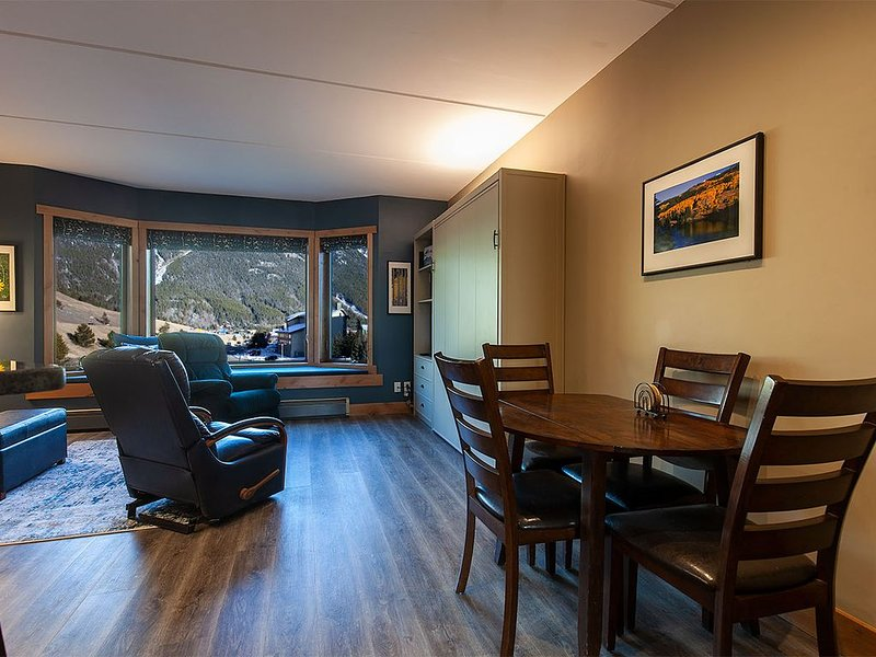 New Listing!  Telemark Lodge 308.  Three Minute Walk To Center Village Lifts, alquiler vacacional en Copper Mountain