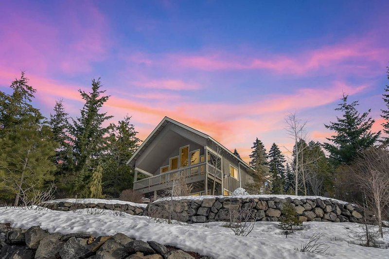 Luxury Pet-Friendly Mountain Home_4th Nt FREE_Hot Tub_BEAUTIFUL Views_, vacation rental in Ronald