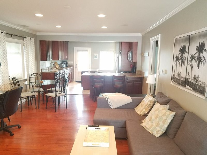 Relaxing Elegant Beach House Furnished Kitchen Fully Equipped 2bed 2bath, casa vacanza a Rolling Hills Estates