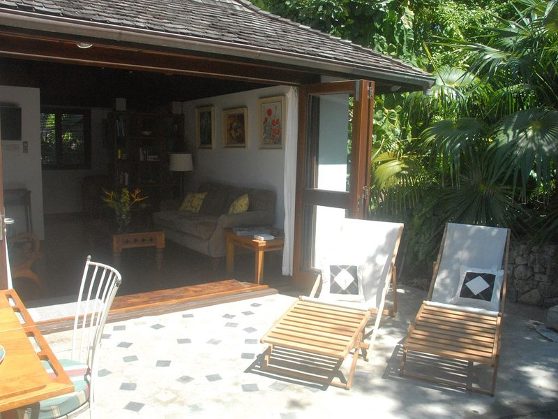 Tropical Garden Cottage, holiday rental in Westerhall