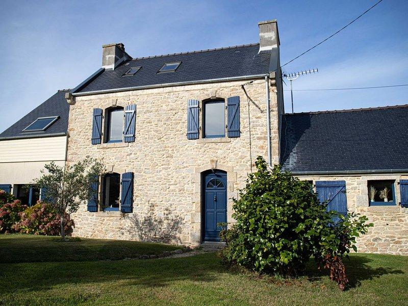 Maison traditionnelle en pierre «les pieds dans l'eau», holiday rental in Plouguerneau