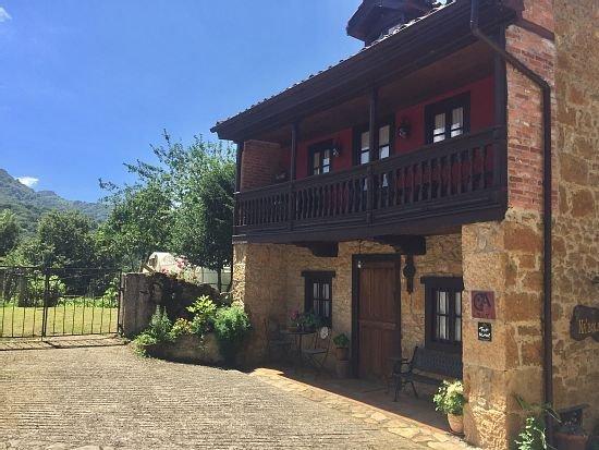 Casa rural (alquiler íntegro) Na´ Bolera para 3 personas, vacation rental in Campiellos