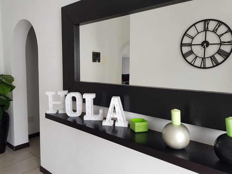 Modern Refurbished Villa on a Stunning Golf Resort, holiday rental in Guargacho