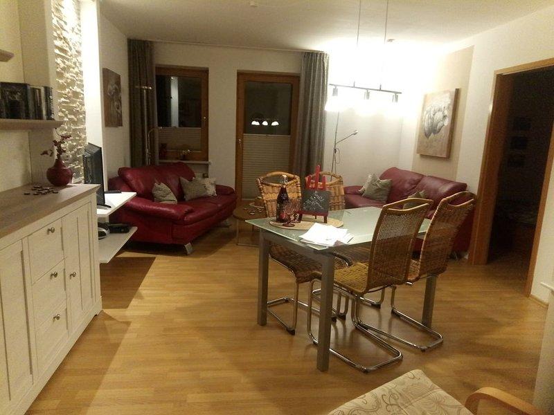 Fewo mit Liebe zum Detail, Therme/Seenähe, Wandern ab Haus, Balkon m. Aussicht, vacation rental in Oberkotzau