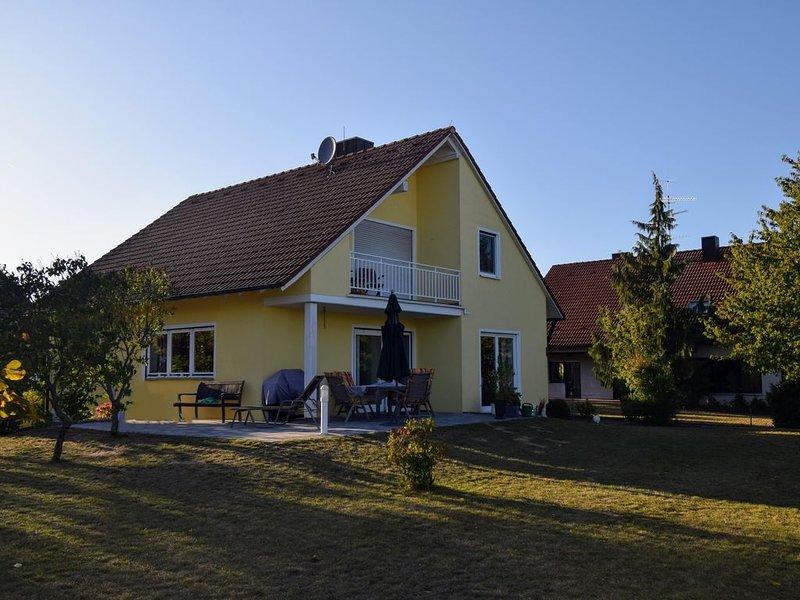 Moderne, exclusive  Ferienwohnung 80 m² in sehr ruhiger Lage!!, holiday rental in Bad Windsheim