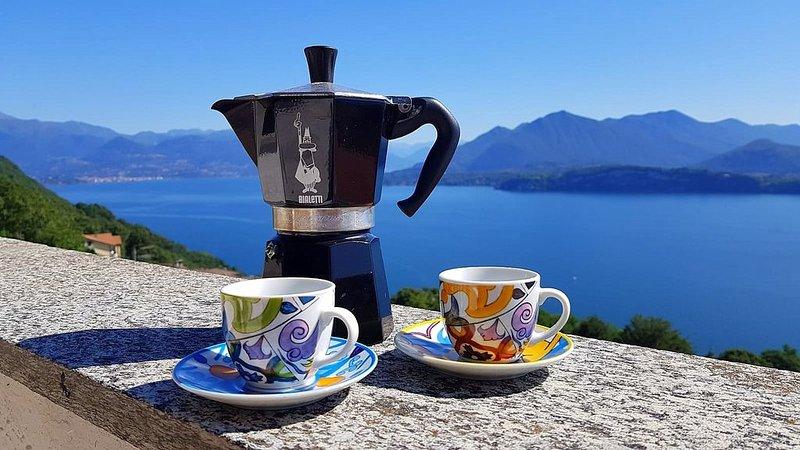 'Terrazzo sul Lago' - Stilvolle Wohnung mit atemberaubendem Seeblick!, vacation rental in Belgirate