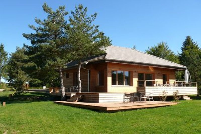 CHALET 6 personnes pleine nature vue golf et Mont MEZENC, location de vacances à Saint-Bonnet-le-Froid