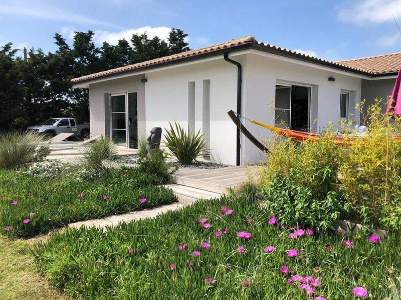 Villa moderne à 200m de la mer, holiday rental in Vendays Montalivet
