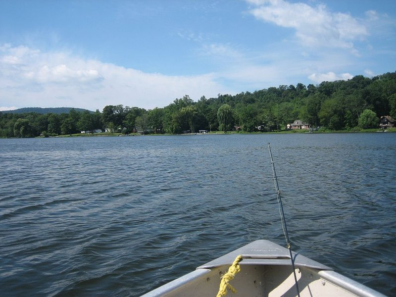 Lakefront Cottage, Hudson Valley NY, vacation rental in Hurley