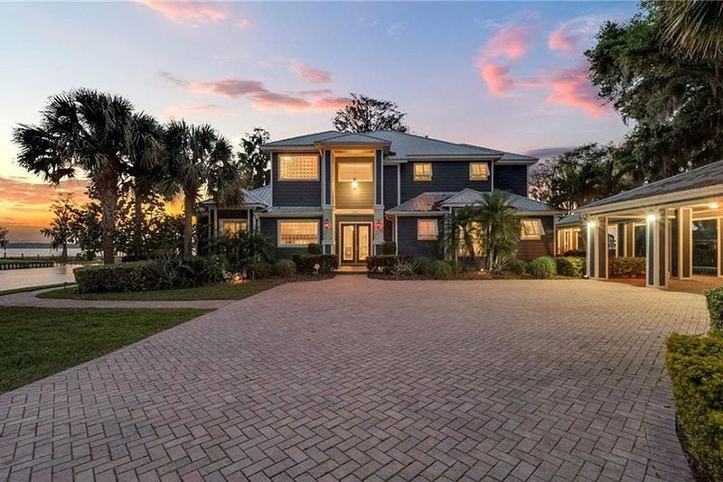 Spectacular Waterfront Home in Winter Haven, holiday rental in Auburndale